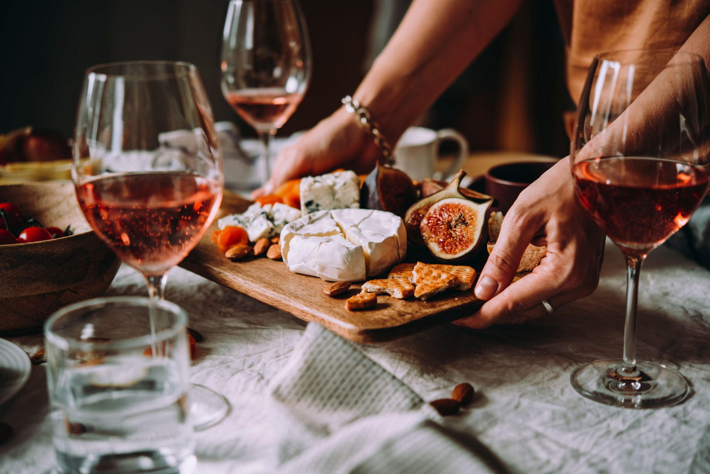 Wine and cheese being served on a tray. Both can trigger symptoms in mast cell activation syndrome / MCAS